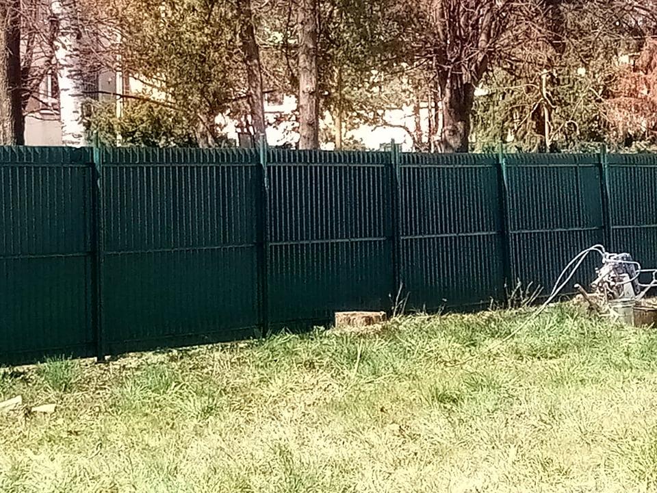 Nátěry plotů - nastříkaný plot